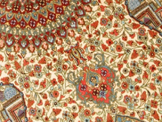 手織りシルクのラグカーペット、ペルシャじゅうたんクム47085