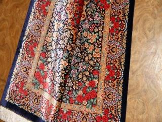 バラいっぱい高級クムシルクペルシャ絨毯56037