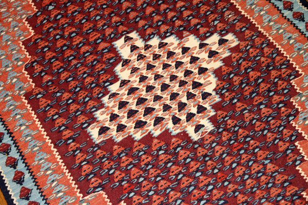 キリムセネのイラン直輸入珍しい色147000
