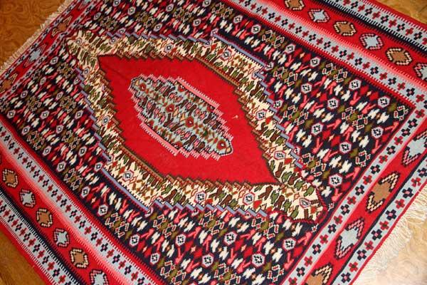 赤いキリムのアクセントラグセネ産地148000