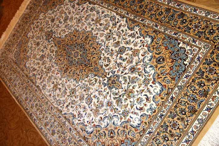 伝統的なメダリオンデザイン、カシャーンシルクペルシャ絨毯49085