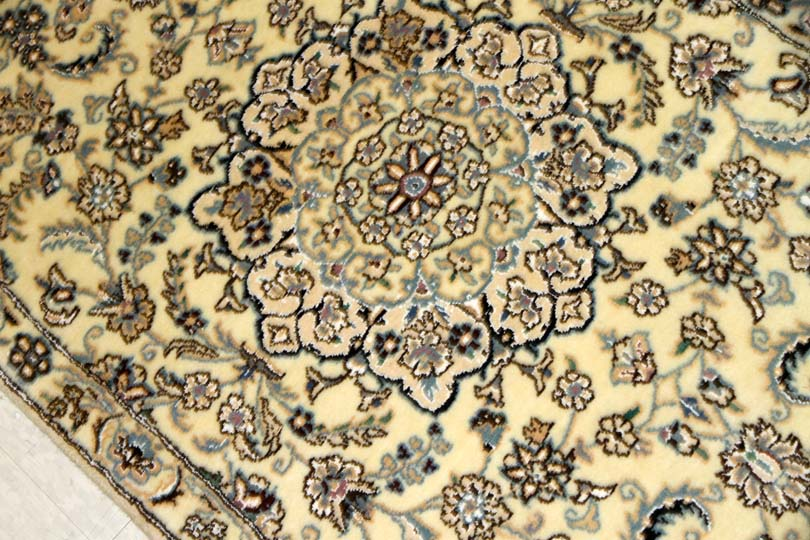 とてもユニークな色彩の手織り玄関マットペルシャ55065