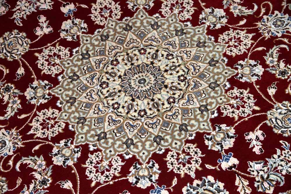 素敵な赤い色手織りペルシャラグナイン産メダリオン58091