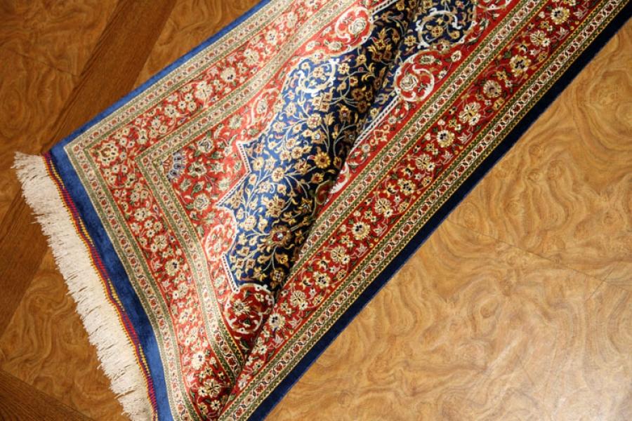 とっても綺麗なネイビーブルー色のシルク玄関マットペルシャ56071