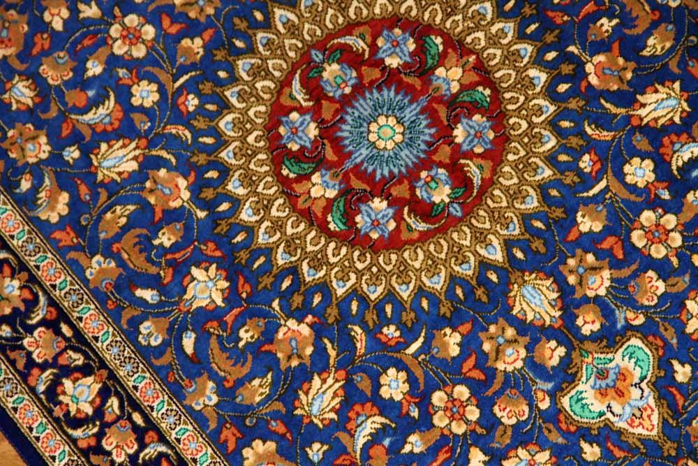 ブルー色の玄関マットマンションサイズ、手織りペルシャシルク絨毯60047