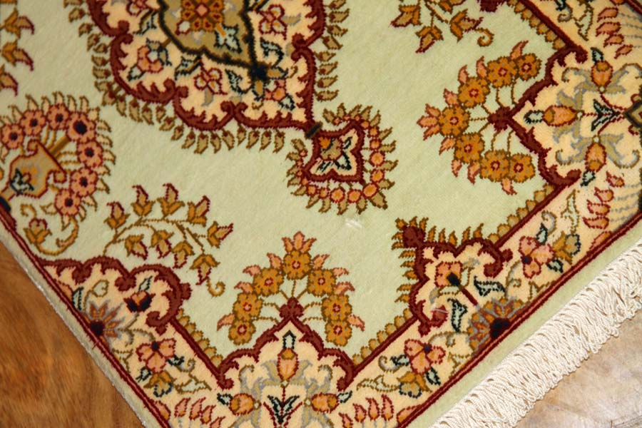 ミニペルシャ絨毯シルククム手織り21063