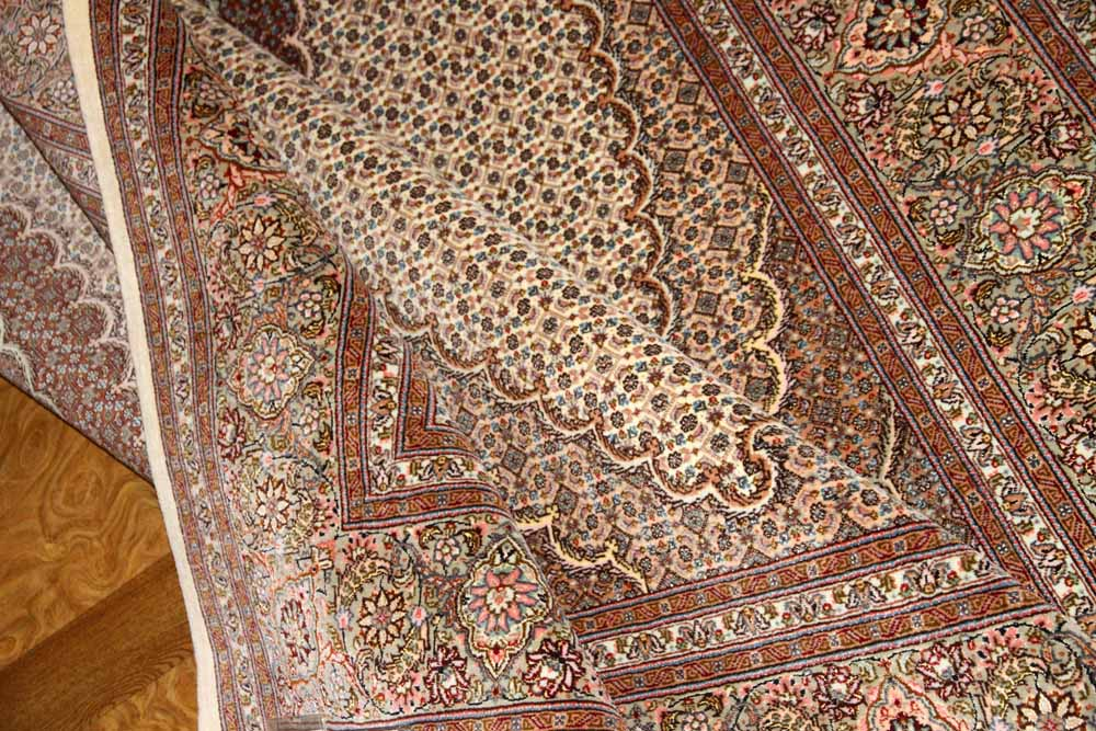 リビングサイズの手織りペルシャ絨毯オリジナルマヒデザイン59006