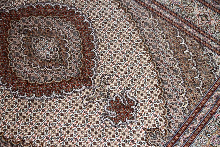 イラン輸入高級手織りペルシャタブリーズマヒ57056