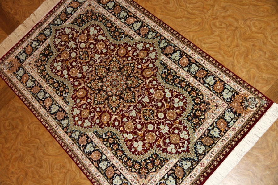 赤い色の玄関マットシルク手織りペルシャ絨毯クム56057