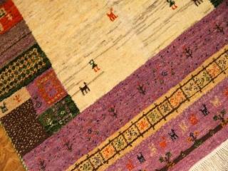 最高級イラン製ギャッベ、柔らかいパープル色197147