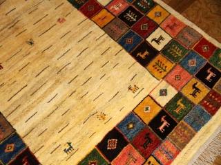 高品質の手織りギャッベ、ソファー前サイズのカラフルギャッベ19736