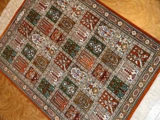 小さいペルシャ絨毯クムシルクヘシティー50019