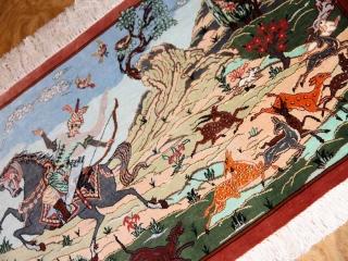 クムシルクのハンティングデザインペルシャ絨毯50013