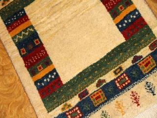 マンション玄関マットサイズの手織りギャッベイラン輸入181043