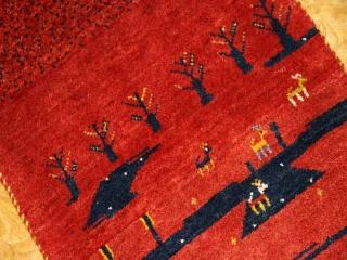とてもおしゃれなギャッベ、赤い色のマンション玄関マット181066