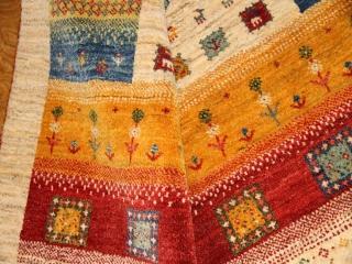 高品質の手織りギャッベ、ソファー前サイズのカラフルギャッベ192112