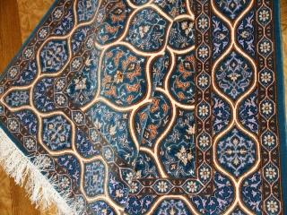 ペルシャ絨毯イスファハンゴンバディーデザインブルー3190001
