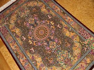 有名工房のジャムシディーセンターラグ、ペルシャ絨毯クムシルク60027