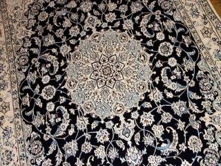 おしゃれな手織りペルシャラグ紺色のナイン産59024