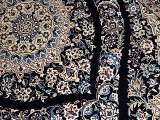 ペルシャ絨毯ナイン、シックな紺の色彩ラグサイズ30808