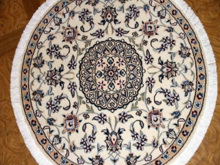 小さい丸いナイン手織りペルシャ絨毯33173