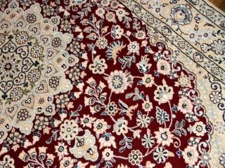 手織りイラン製ラグ、ペルシャ絨毯ナイン赤い色21141