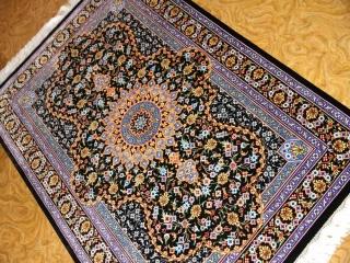 クムシルク手織りペルシャ絨毯素敵な紺色玄関マット75142