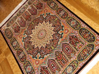 高級手織りペルシャ絨毯クムシルクの珍しいデザイン玄関マット60029