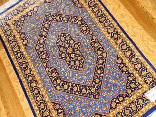 クムシルク手織りペルシャ絨毯素敵なブルー75128