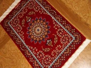 赤いペルシャ絨毯の玄関マットマンションサイズクムシルク60036