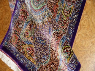クムシルクのセンターラグ、有名工房の最高品質ペルシャ絨毯60020