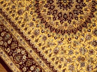 明るいイエロー色の手織りシルクペルシャ絨毯玄関サイズ60030