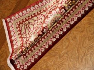 とても変わってる色彩のペルシャ絨毯赤とイエロー56047