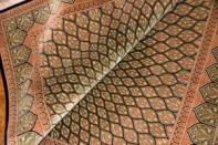 絹センターラグのクムシルク産地、手織りペルシャ48074