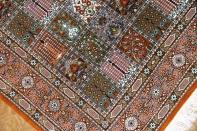 センターラグのペルシャ絨毯ヘシティー模様、イラン直輸入49079