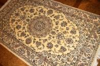 ナイン産地のソファー前ペルシャ絨毯46139