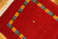 高級ギャッベのシラズ産、とても綺麗な赤い色関マットギャッベ26273