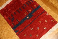 とてもおしゃれなギャッベ、赤い色のマンション玄関マット181058