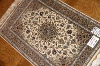 カシャーンシルク伝統的なペルシャ絨毯色彩57002
