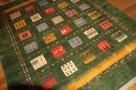 リビングギャッベの大きいサイズ、手織りペルシャギャッベチェスト模様925300