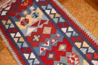 ペルシャ手織りランナーキリムのシラズ産地3535