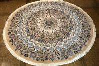 円形手織り絨毯ペルシャ、ナイン産地の丸い形のペルシャラグ188454