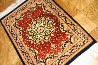 赤いミニカーペット手織りペルシャ絨毯シルク47006