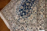 ペルシャンブルー手織りナイン産ラグの絨毯ペルシャ59019