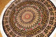 おしゃれ高品質の手織り円形のクムシルクペルシャ絨毯60053