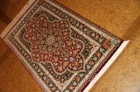 代表的なペルシャ絨毯の模様と色合いクムシルク56085