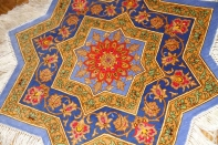 変わってるペルシャ絨毯の形星形、クムシルク57005