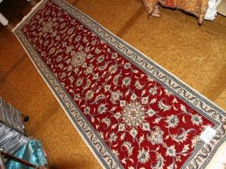 細長い廊下敷きナイン手織りペルシャ絨毯赤55422