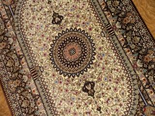 渋い色合いのシルク玄関マット手織りペルシャ絨毯56056