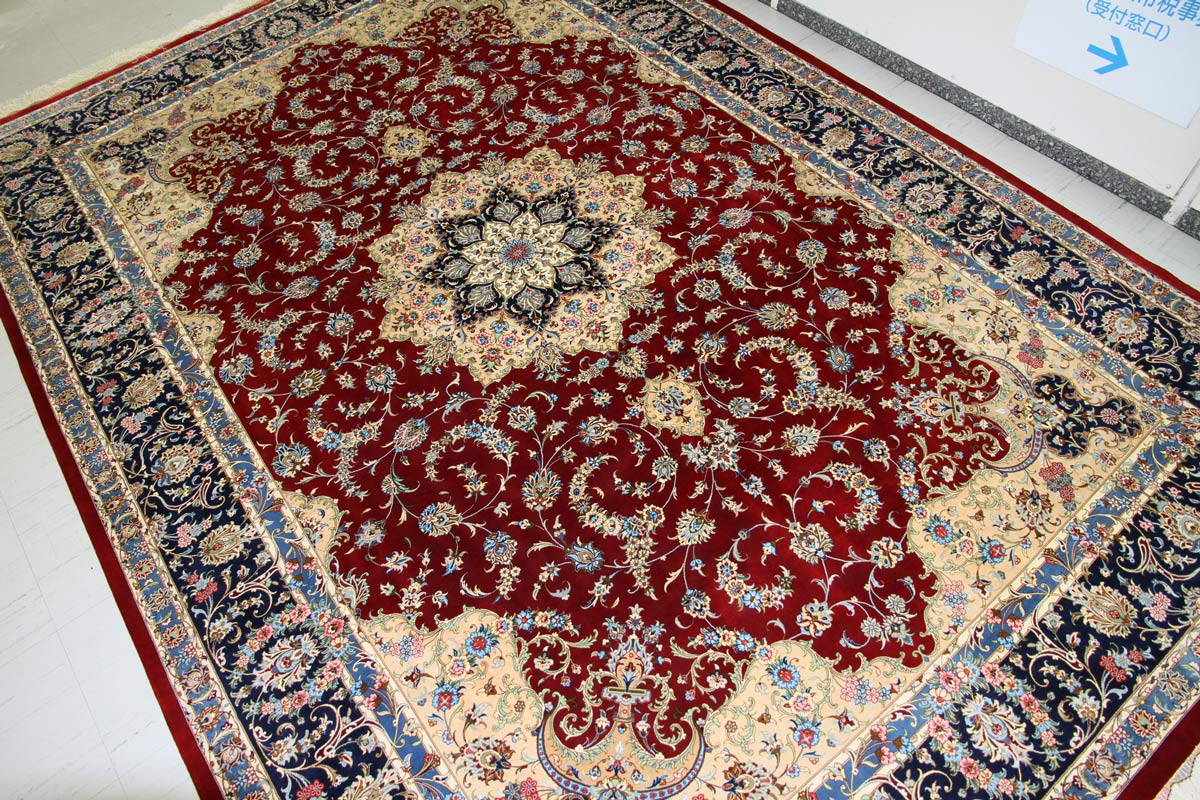 Click to enlarge image kashan_silk_medallion_red_555996_1.jpg